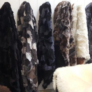mooie grote schapenvachten en uniek schapenvacht kleden. Black Bedroom Furniture Sets. Home Design Ideas